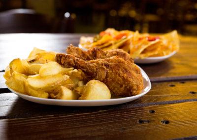 cosce di pollo fritto_sfondo_nachos